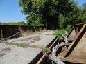 Most přes Kyjovku nad Jarohněvickým rybníkem se zdá být původně železničním, nyní se po něm ještě dá přejet asi i traktorem, ale bezpečí dosti klesá s přibývajícím časem.