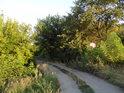 Jen s trochou fantazie lze vytušit mostek přes Kyjovku na polní cestě pod Kyjovem.