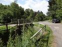 Staré Hutě leží  v údolí a silnice se tu střídá s Kyjovkou velice často, proto je tu hodně mostů.